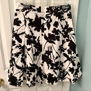 H&M Black and White Floral Skirt Size 4